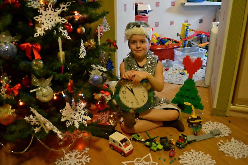 Вместе с LEGO  в Новый Год!!!. Наряди елку с LEGO
