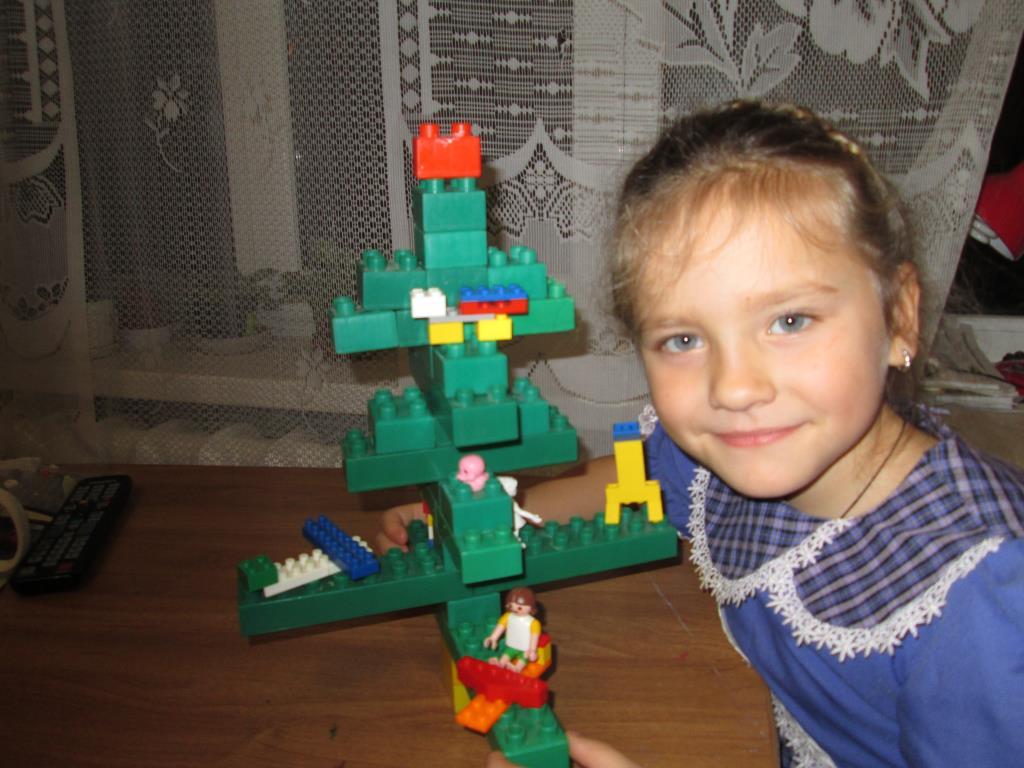новая игрушка. Наряди елку с LEGO