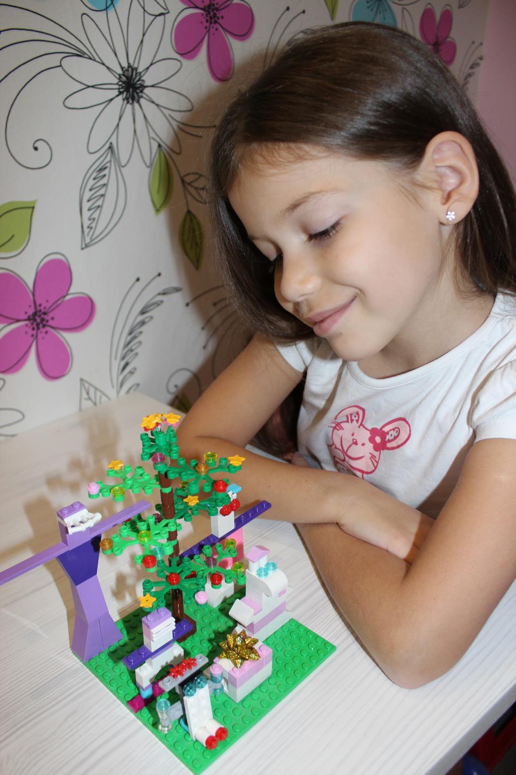 Новый год с Lego Friends. Наряди елку с LEGO