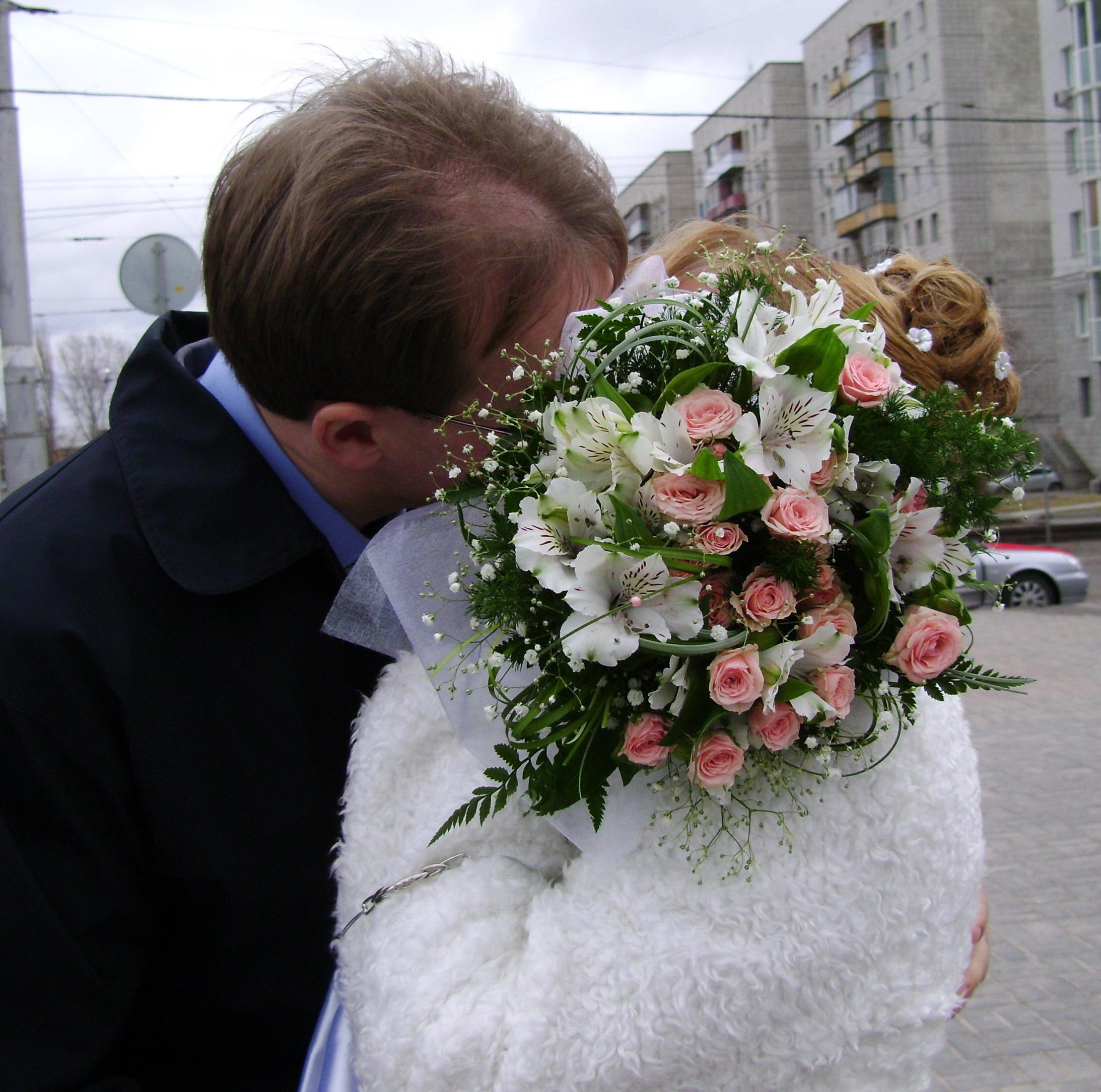 Свадебный поцелуй). Свадебные колокола