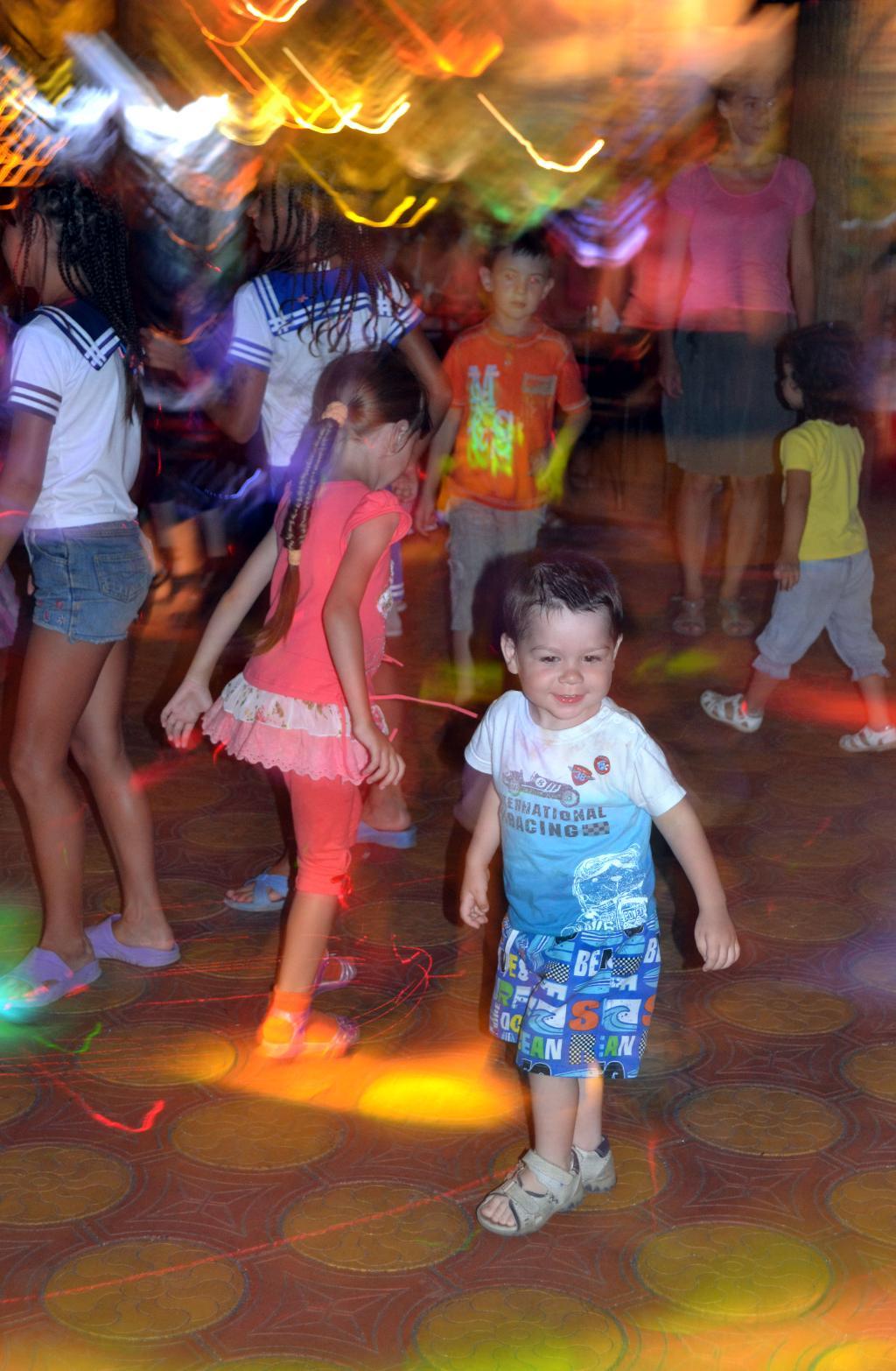 Танцор диско. Танцуй, пока молодой!
