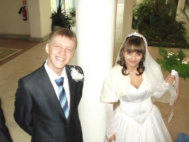 мой счастливый братик Пашка со своей Наташкой. Свадебные колокола