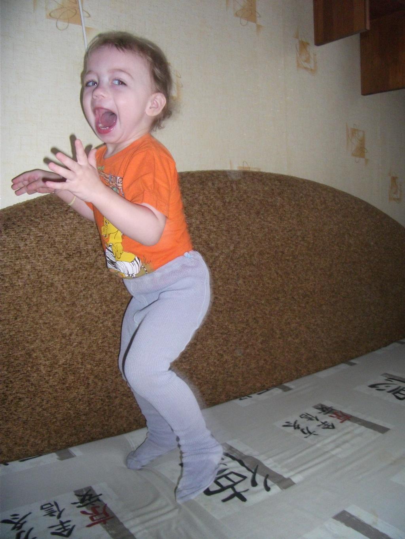 Танцы на диване!. Танцуй, пока молодой!