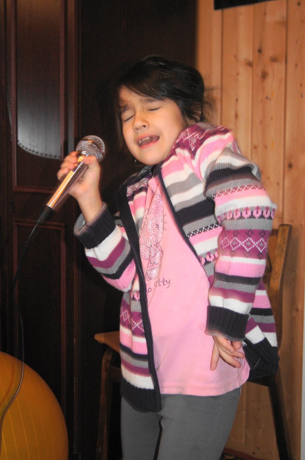 Я танцую и пою!. Танцуй, пока молодой!