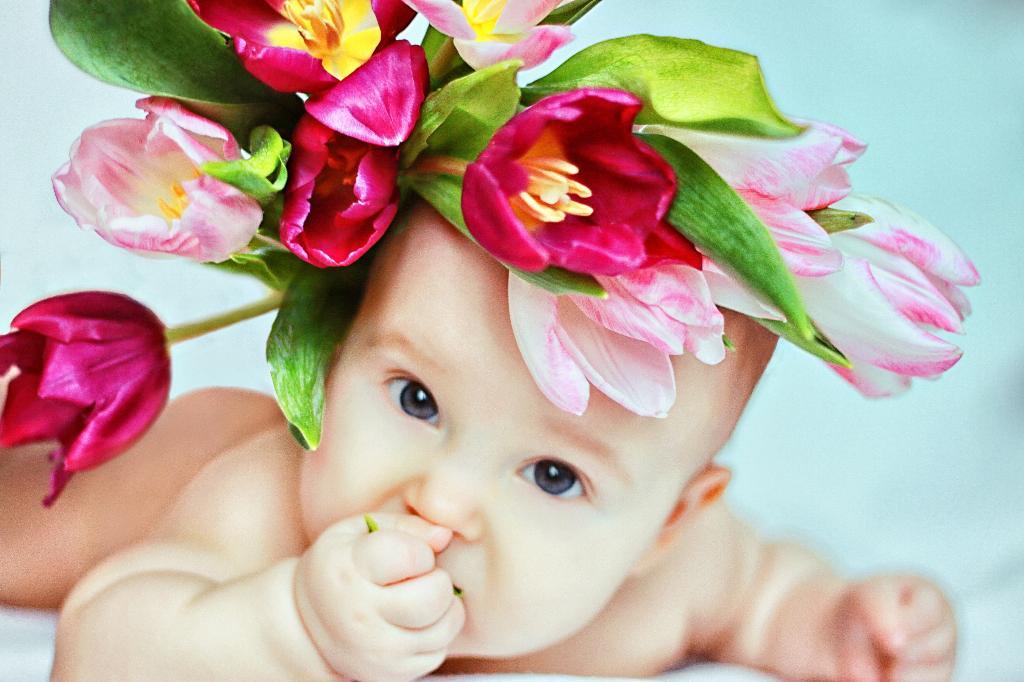 открытки с детками в цветах