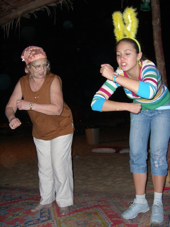 Бабушка рядышком.... Танцуй, пока молодой!