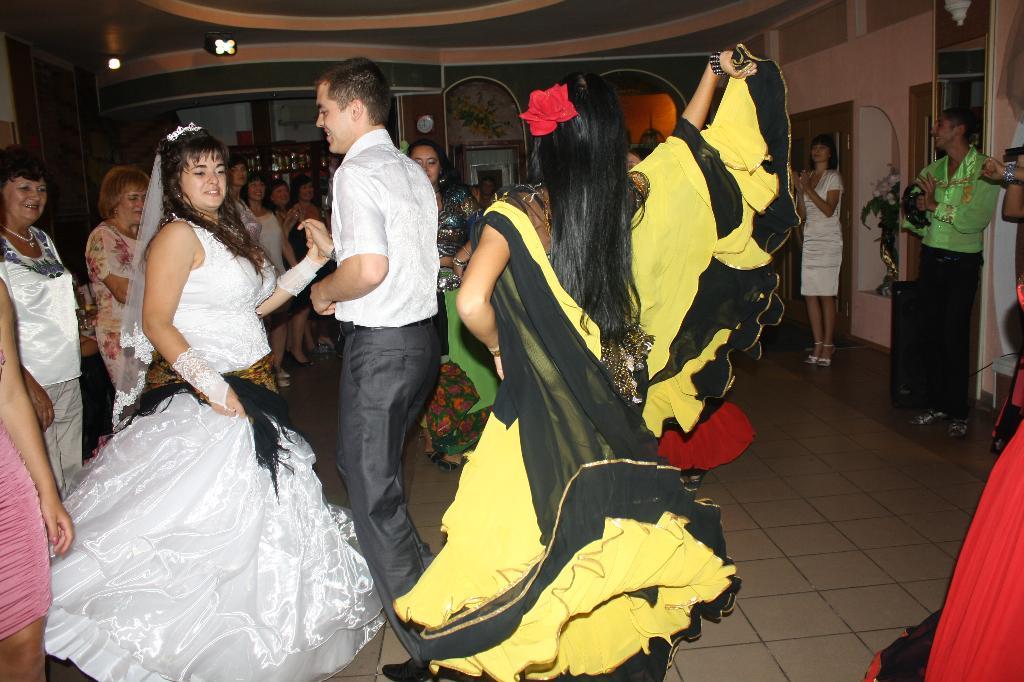 А свадьба пела и плясала!. Танцуй, пока молодой!