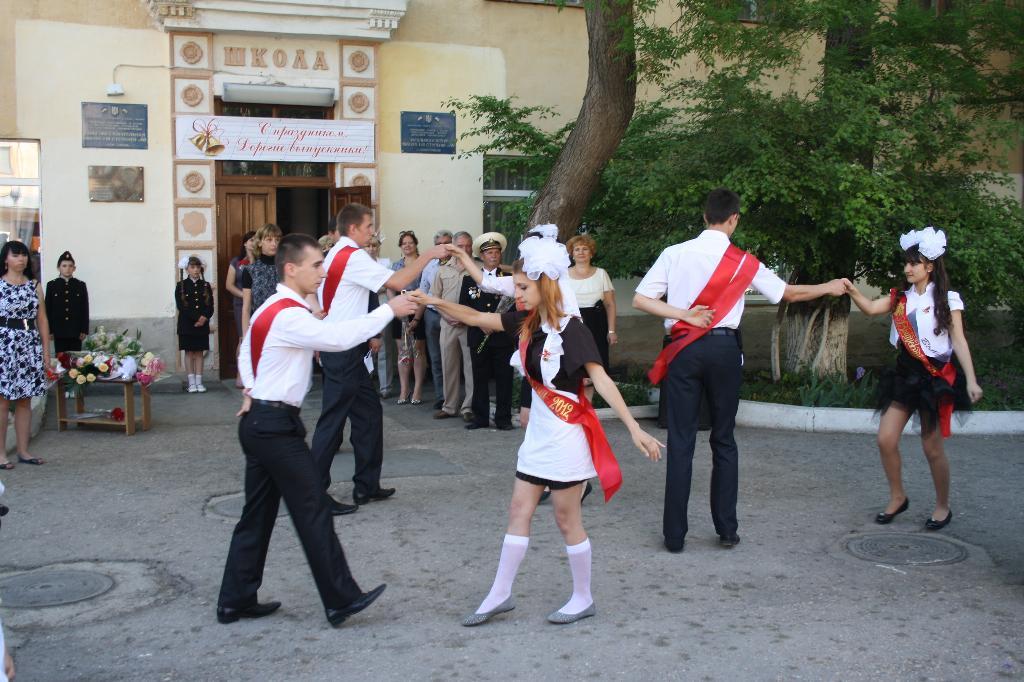 Школьный вальс. Танцуй, пока молодой!