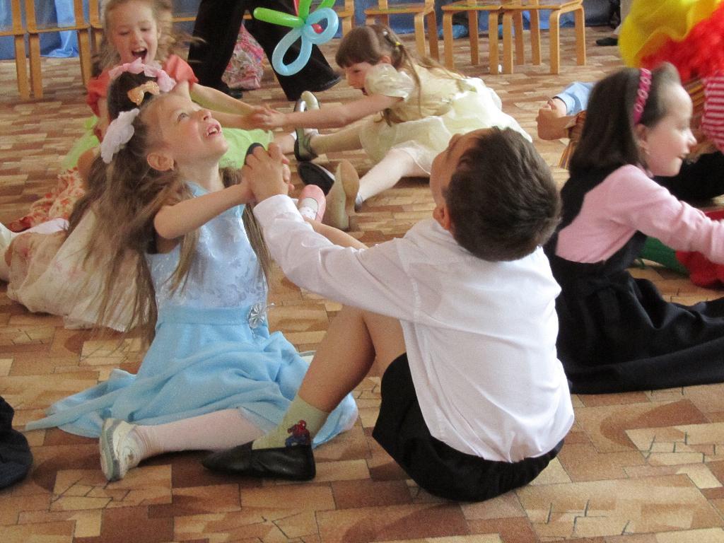 так зажигать умеют только дети!. Танцуй, пока молодой!