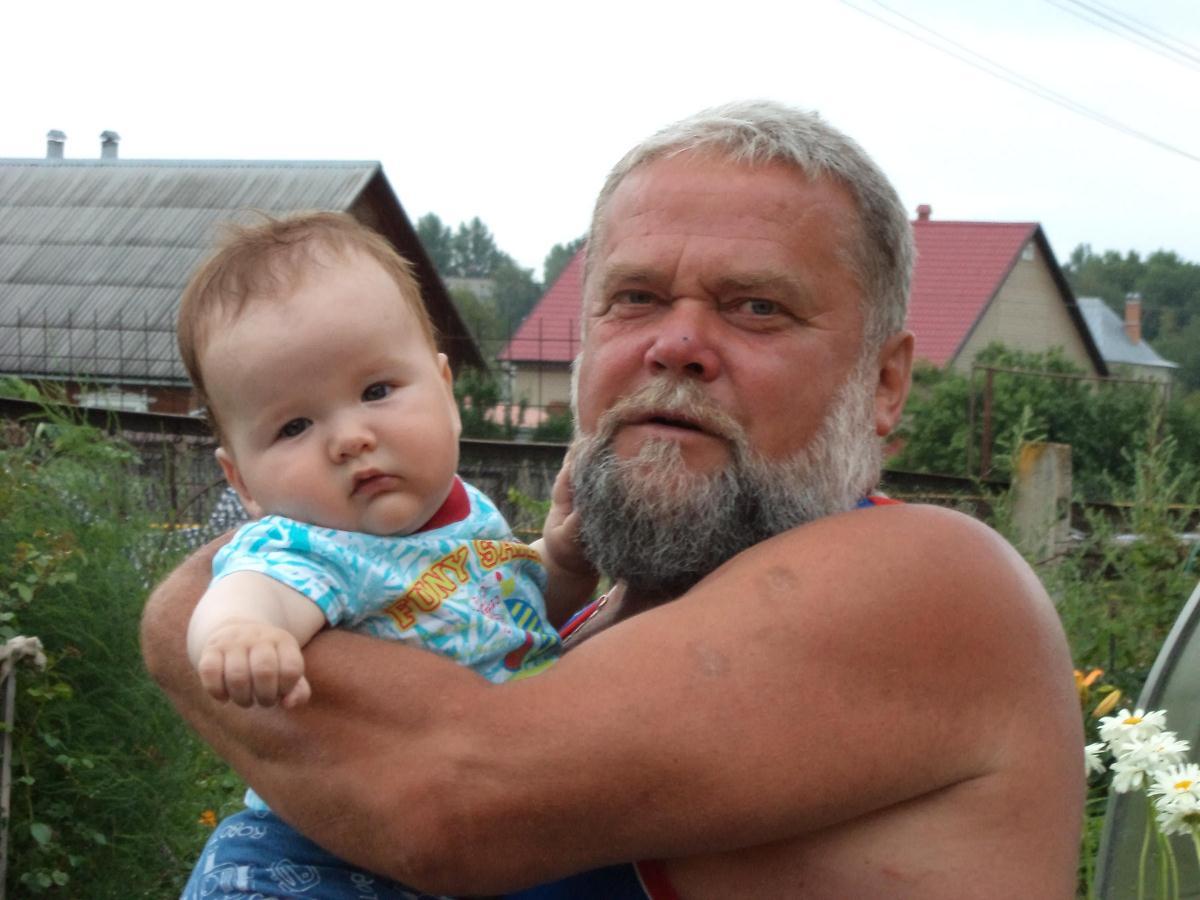 С дедом я одно лицо. Хочу на ручки!