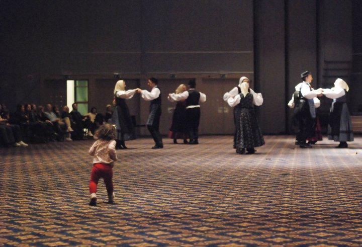 и я тоже хочу танцевать!. Танцуй, пока молодой!