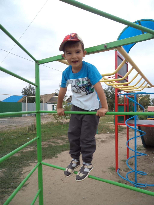 На любимой детской площадке. Мой спортивный уголок
