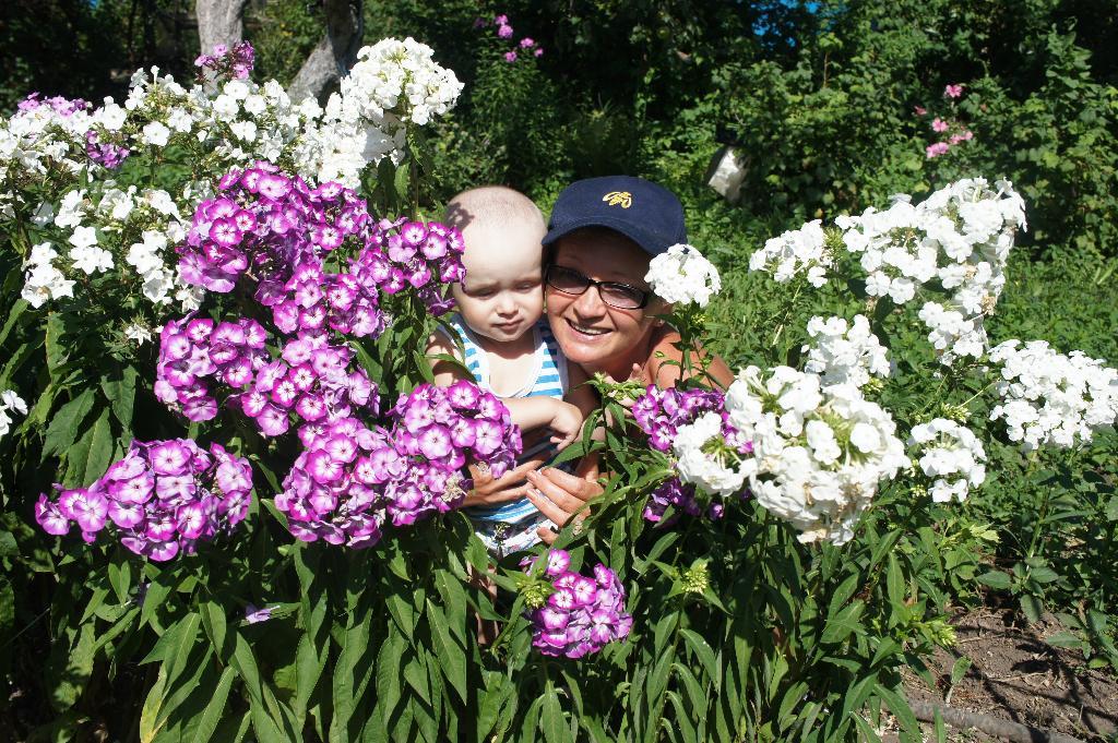 на даче у бабушки с дедушкой. Цветочное настроение