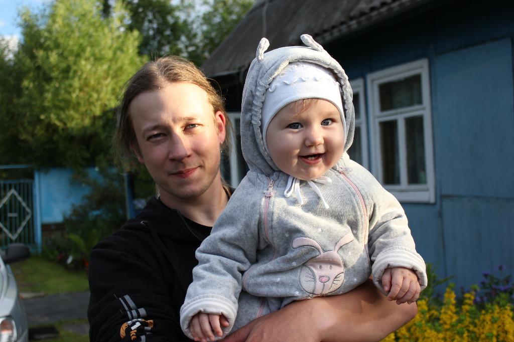 Татьяна с папой. Хочу на ручки!