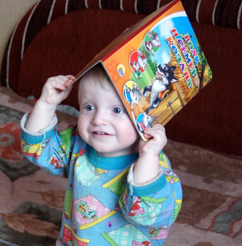 Любитель книг на горшке!. Я учусь читать