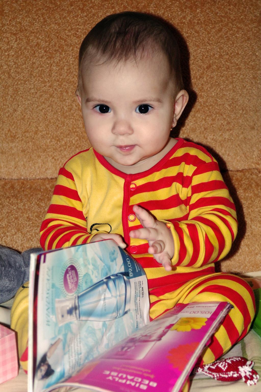 Анечка учится читать. Я учусь читать