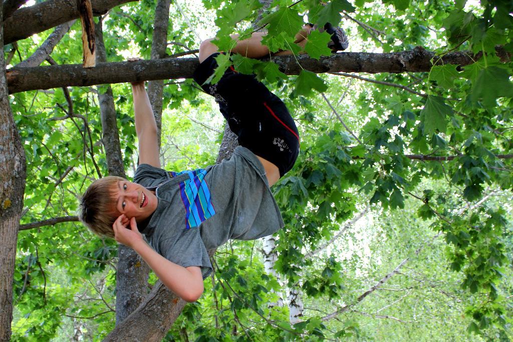 Чем не Тарзан?. Наши дети мечтают о лете!