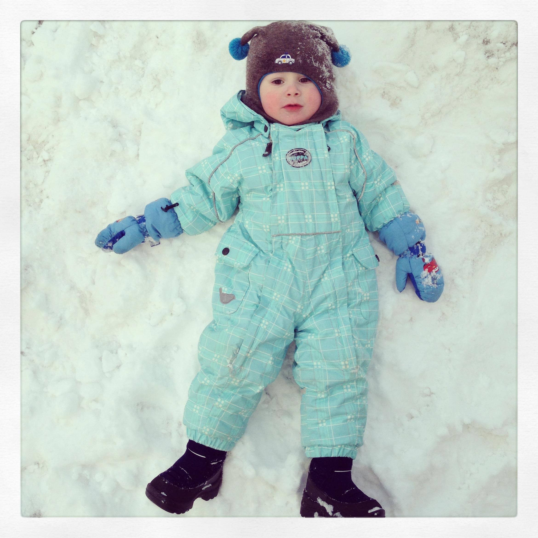 Я много бегал и устал - на снежочке полежал!. Самый сильный и здоровый!