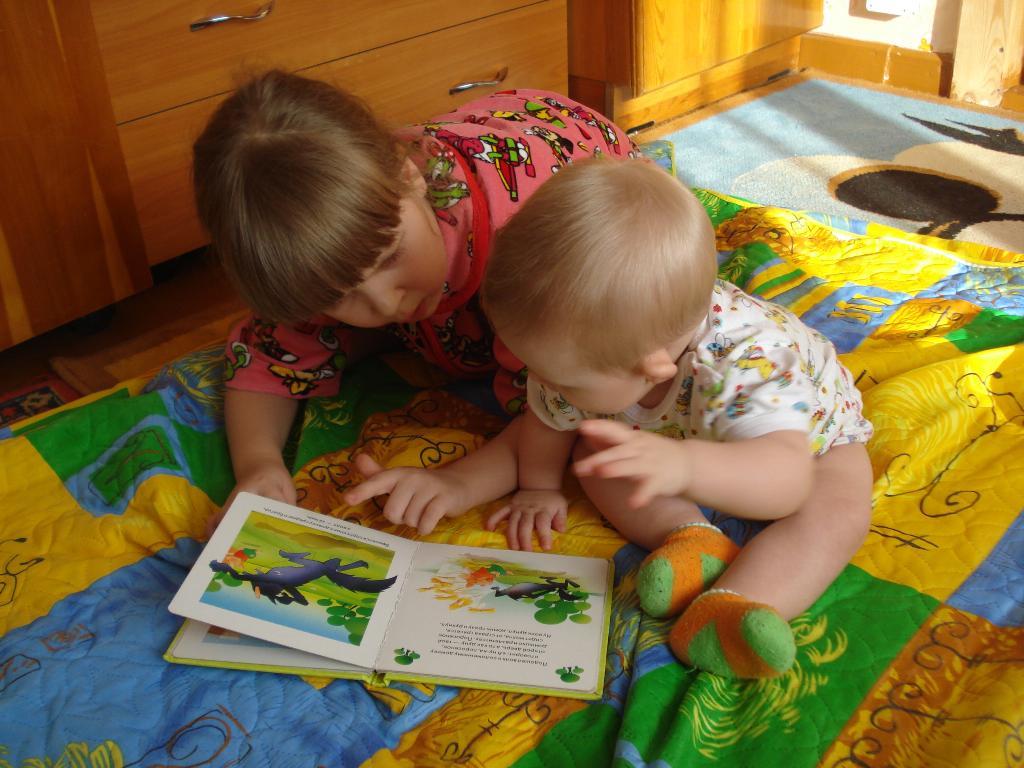 Сестрички! . Я учусь читать