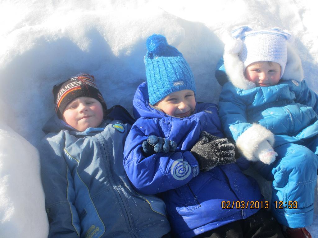В снегу..... Самый сильный и здоровый!