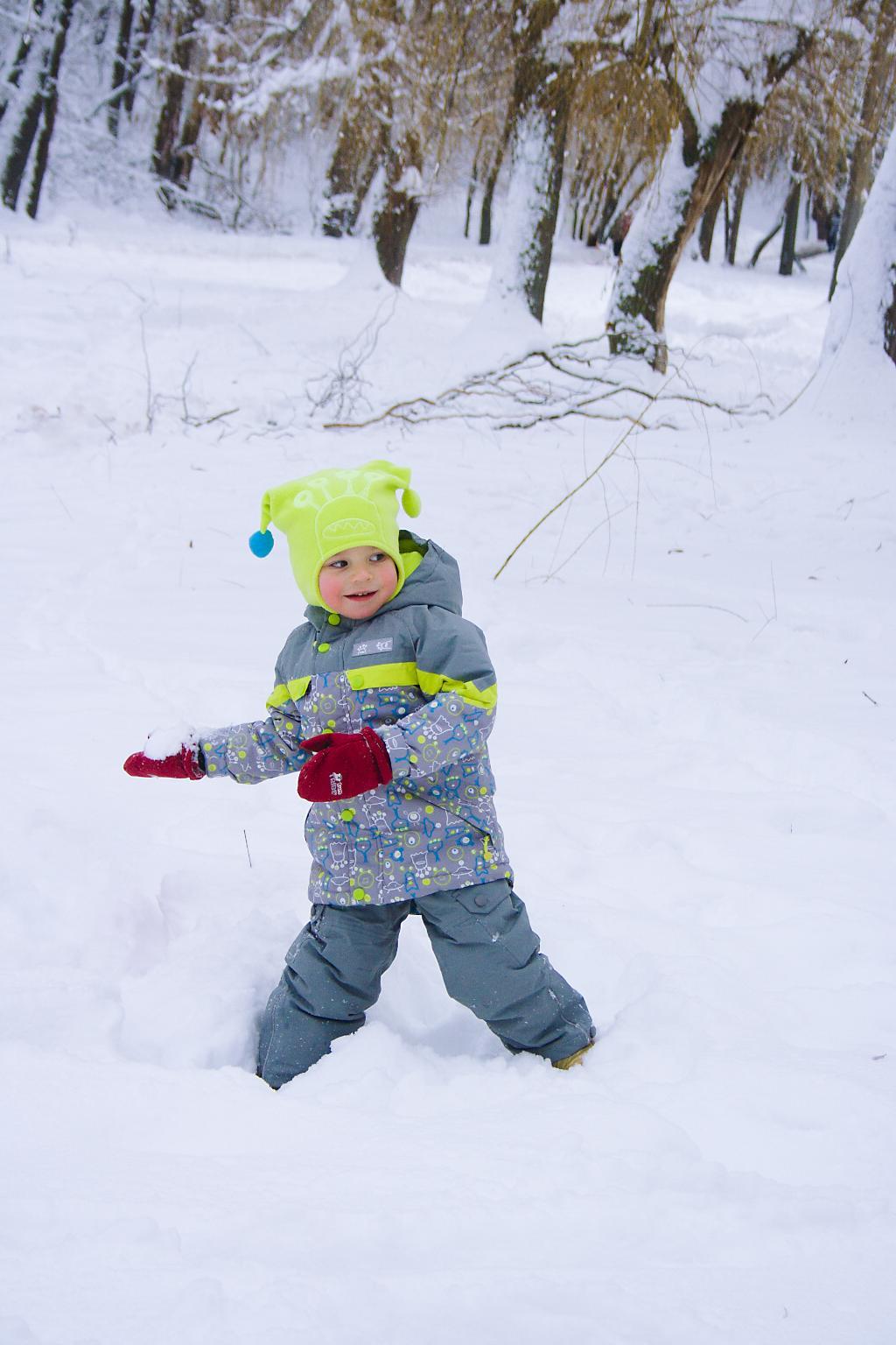Весёлые игры в снежки. Самый сильный и здоровый!