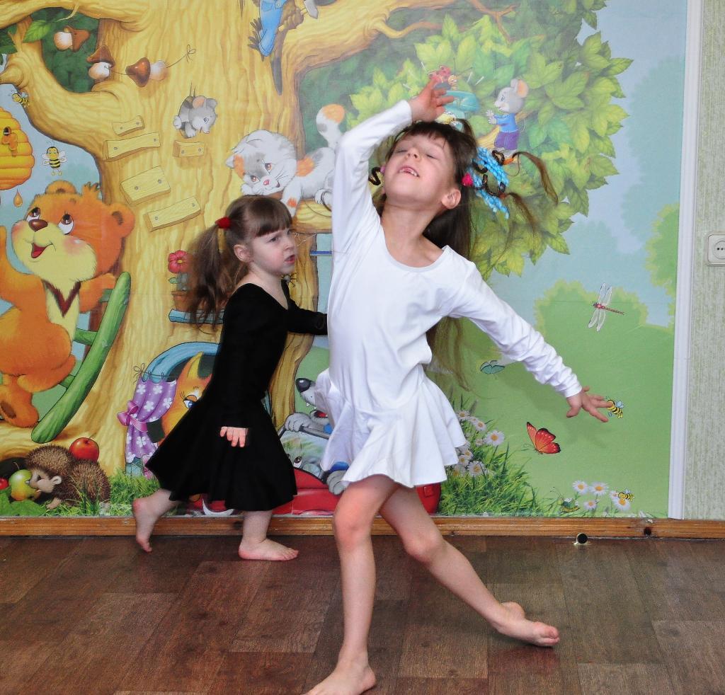 Балет 'Лебединое озеро' у нас дома. Танцуй, пока молодой!