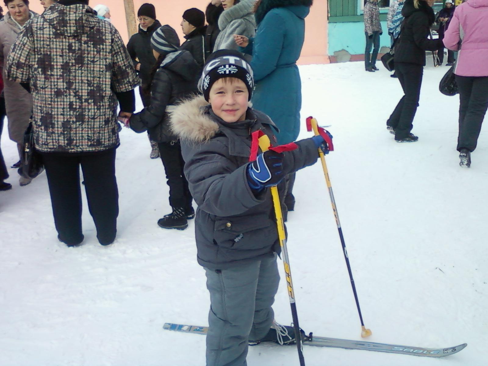 на лыжах. Самый сильный и здоровый!