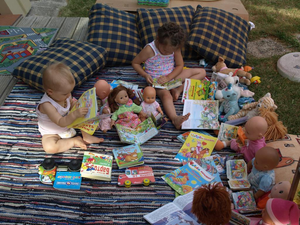 Настюша, Паулинка и куклы. Читаем вместе!!!!!. Я учусь читать