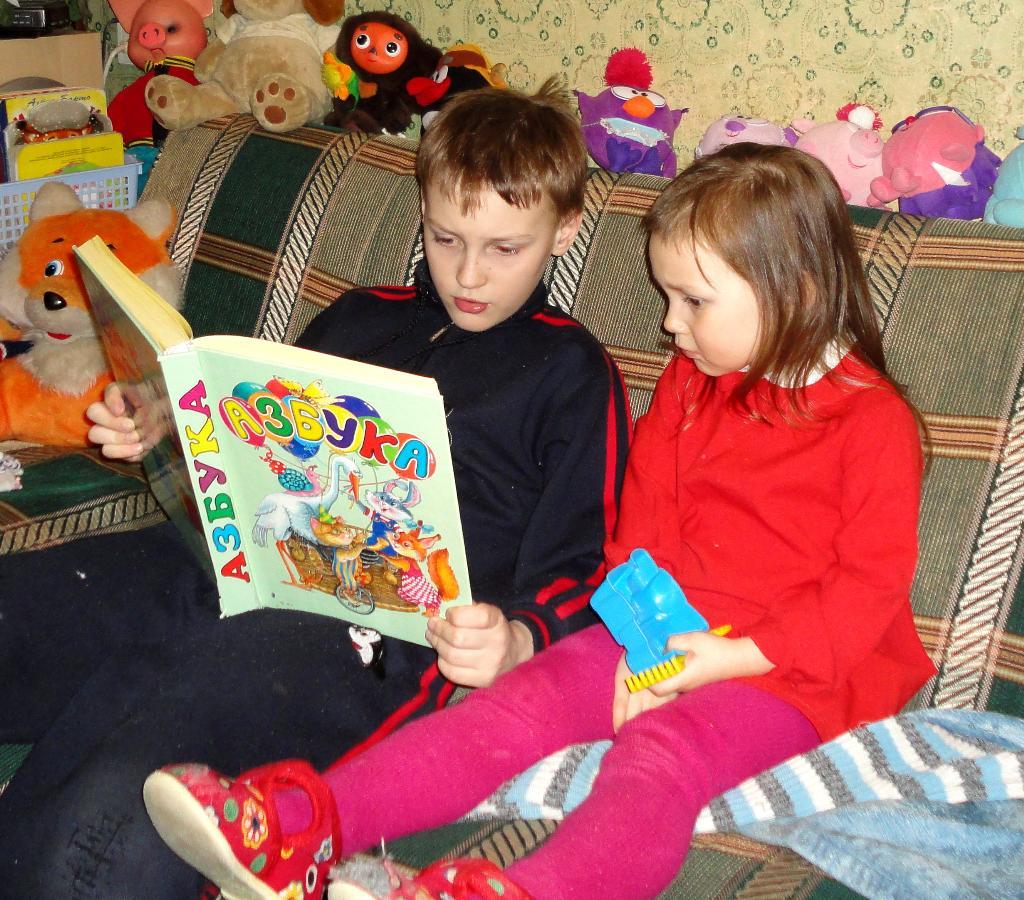 Меня братик научит читать!. Я учусь читать