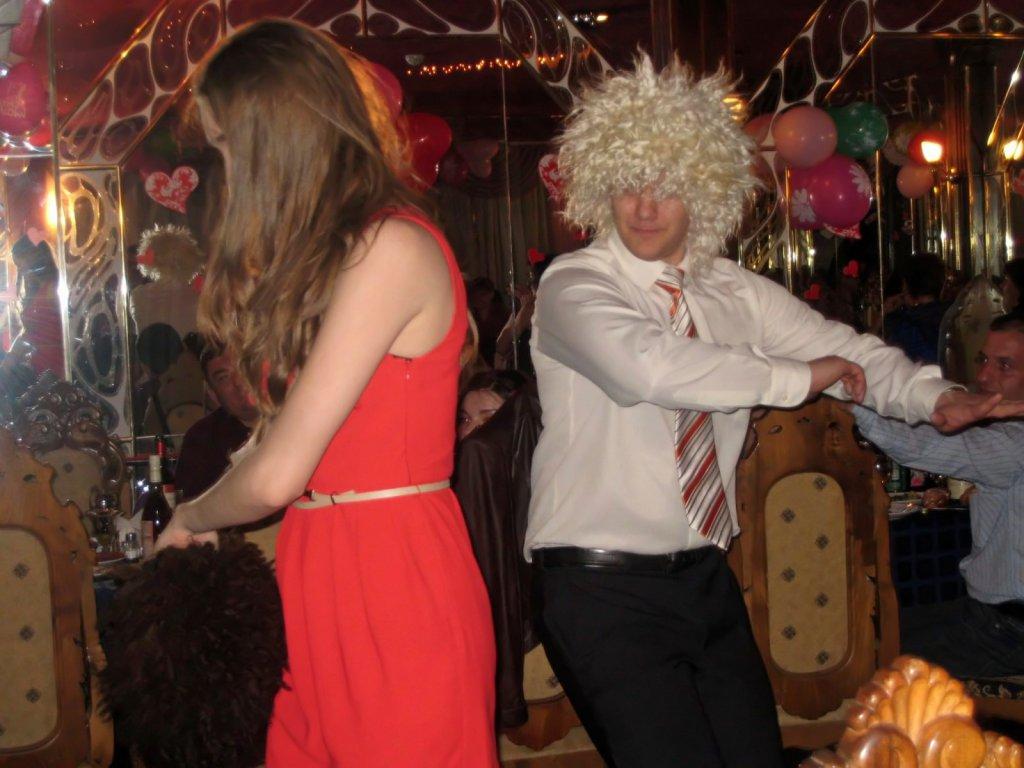 А мы такие зажигаем))). Танцуй, пока молодой!