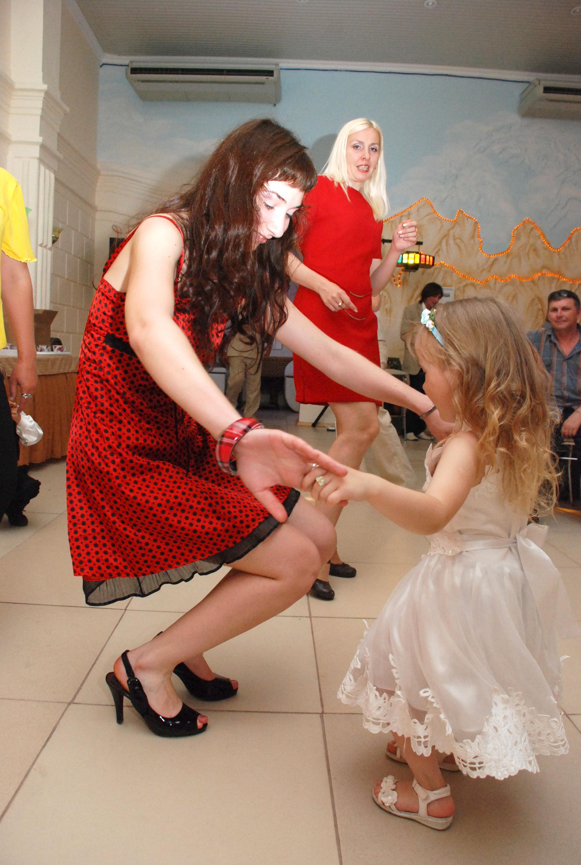 Ах, эта свадьба, свадьба,свадьба пела и плясала!... Танцуй, пока молодой!