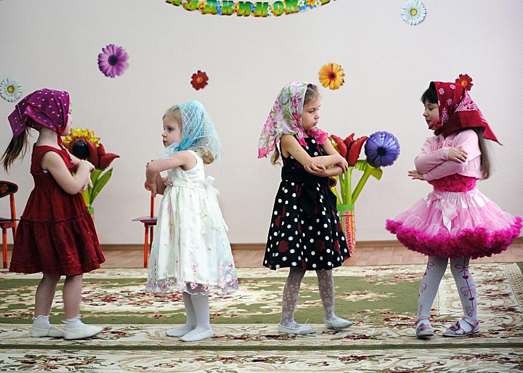 Мы весёлые матрёшки.. Танцуй, пока молодой!