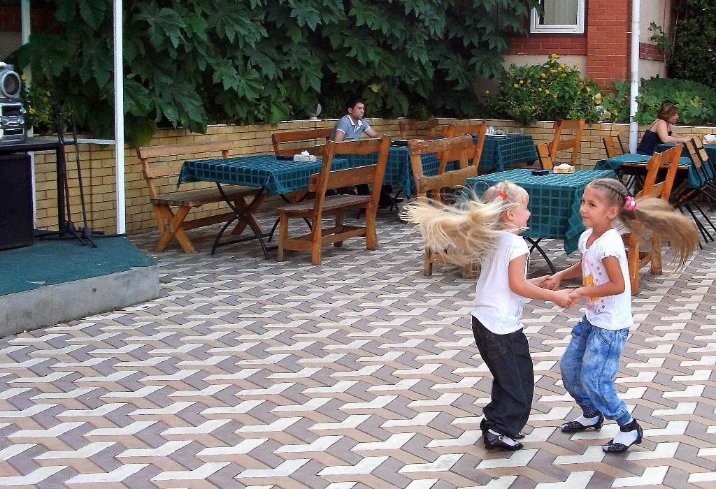 в вихре танца .... Танцуй, пока молодой!