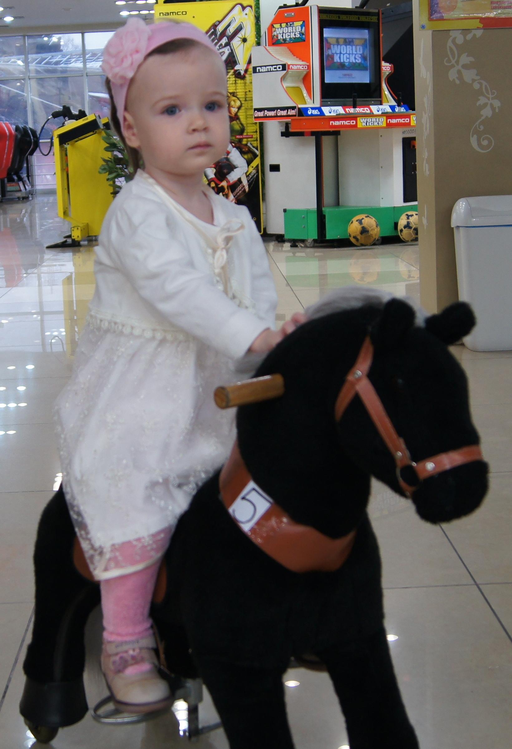Королева Елизавета верхом на коне!. Пора кататься!