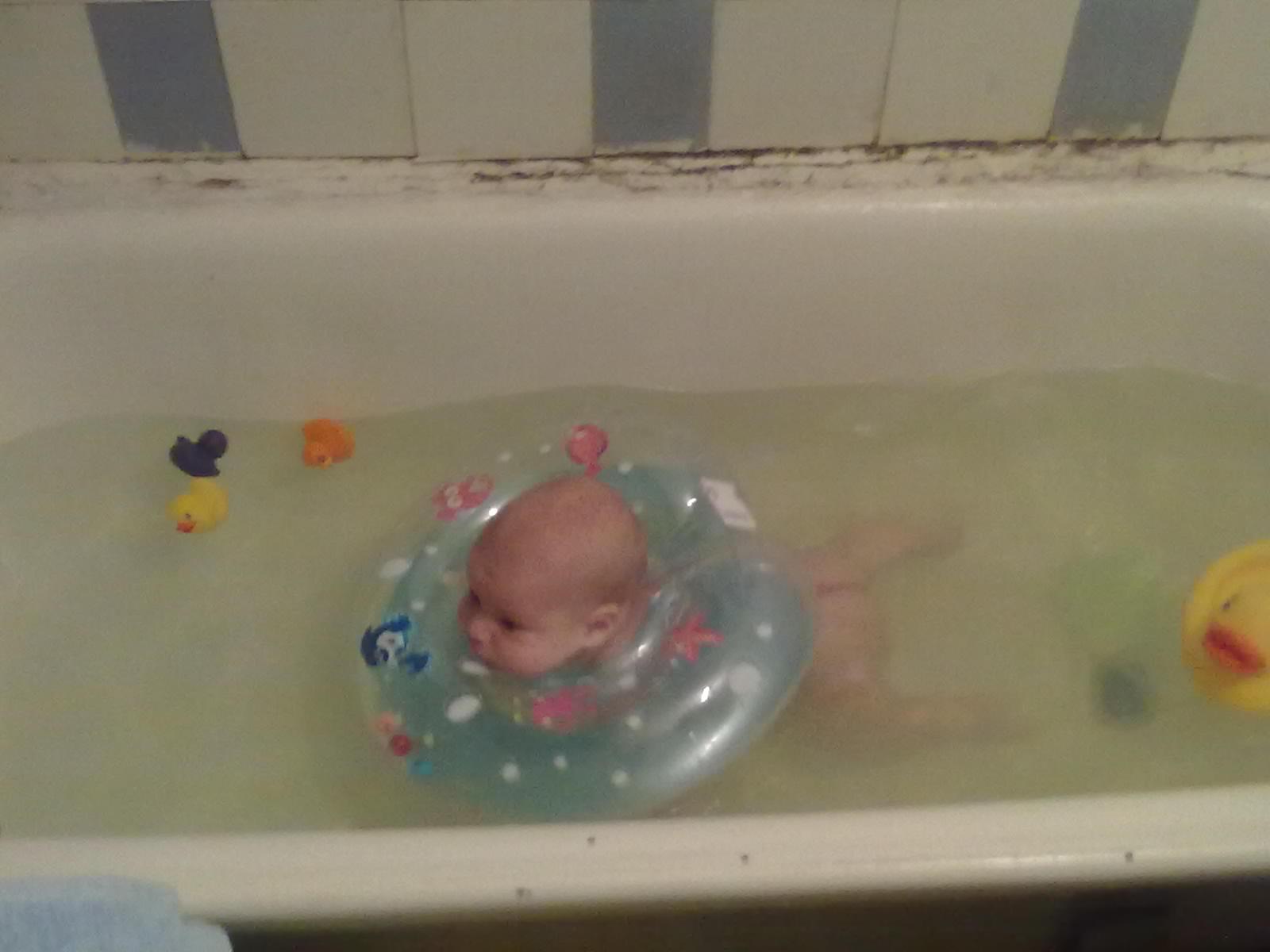 Учимся плавать. Веселые пузырьки