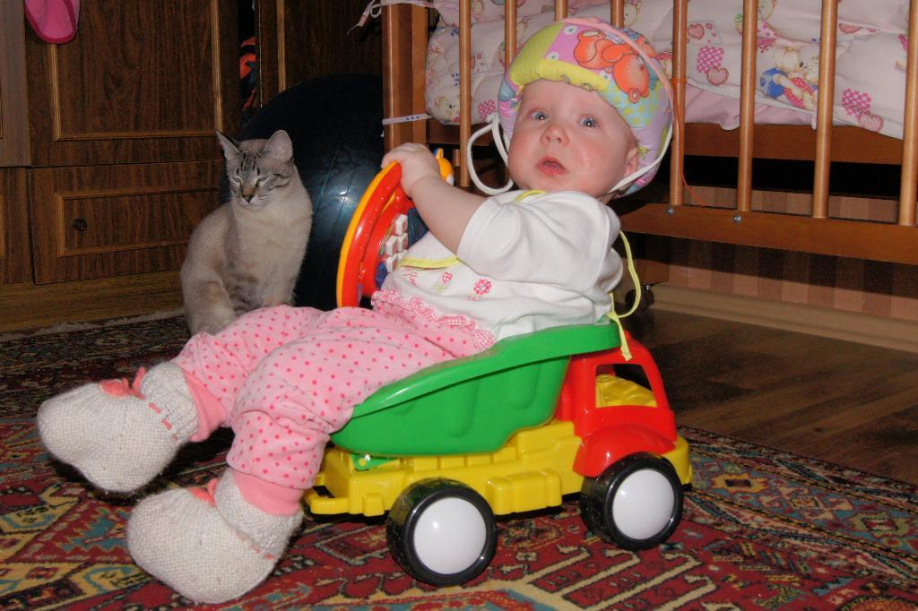 На крутых поворотах машину бросает в кювет. Пора кататься!