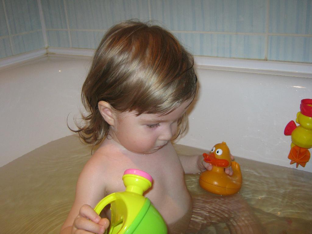 Здорово!Я купаюсь и плескаюсь!!!. Веселые пузырьки