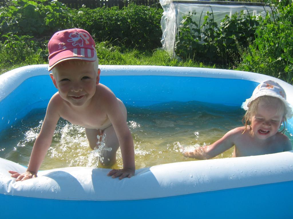 солнце, воздух и вода - наши лучшие друзья!. Самый сильный и здоровый!