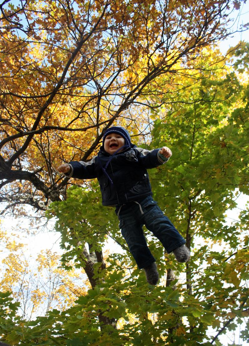 прыжки на свежем воздухе укрепляют!. Самый сильный и здоровый!