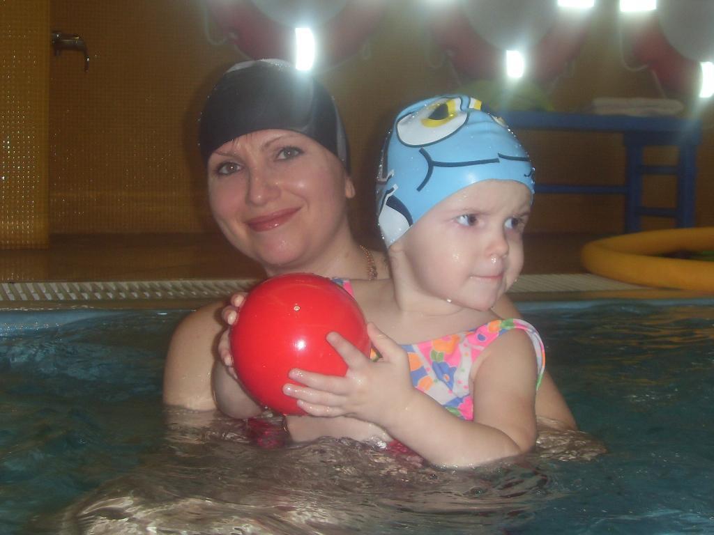 Юленька купается! 1 год.10 мес. Веселые пузырьки