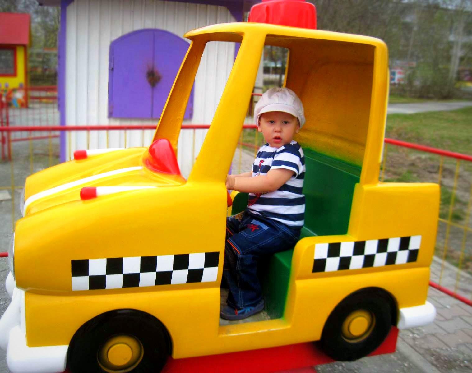 Юный таксист. Пора кататься!