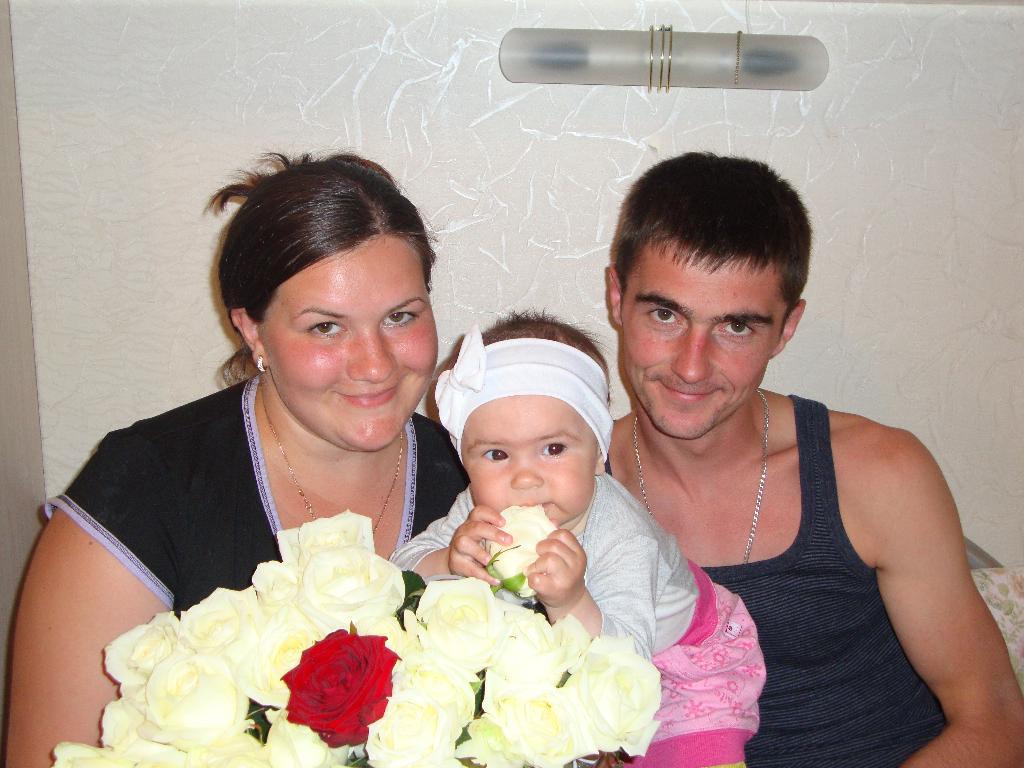 МЫ И НАШ АНГЕЛОЧЕК. Мама, папа, я - счастливая семья!