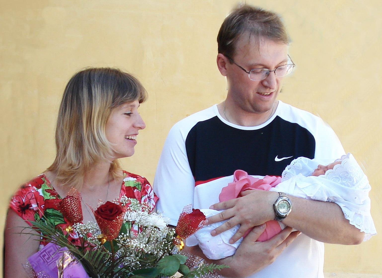 Девочка))). Мама, папа, я - счастливая семья!
