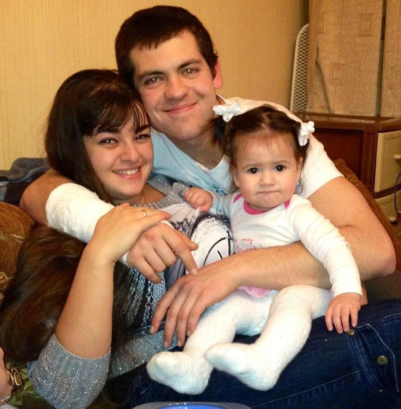 Мама Вика, папа Ваня, я Настюша(10мес). Мама, папа, я - счастливая семья!