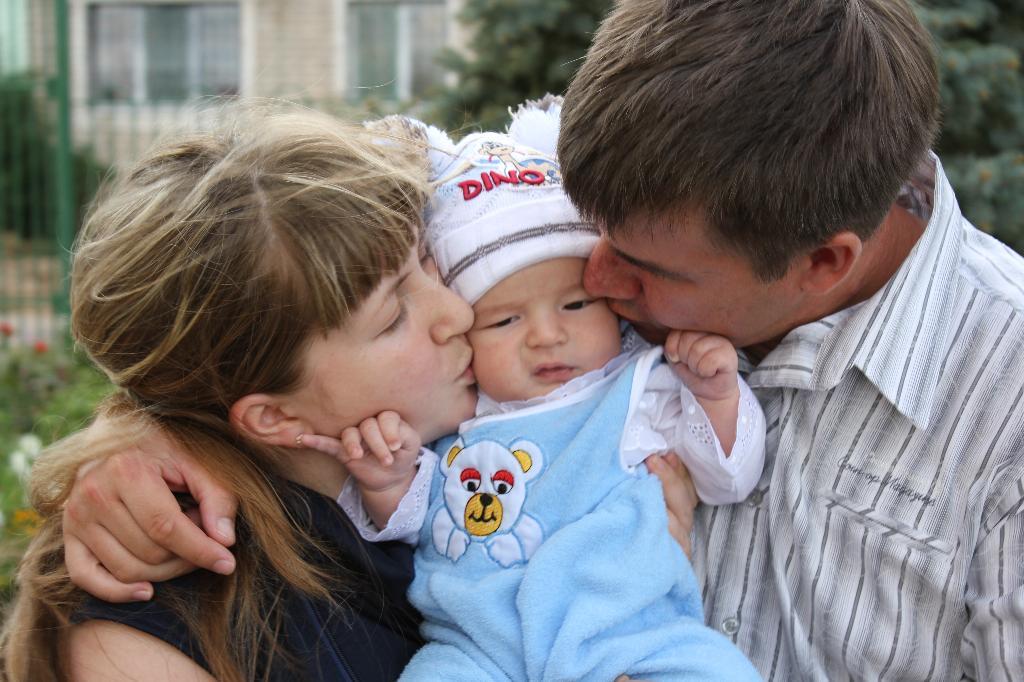 самые счастливые. Мама, папа, я - счастливая семья!