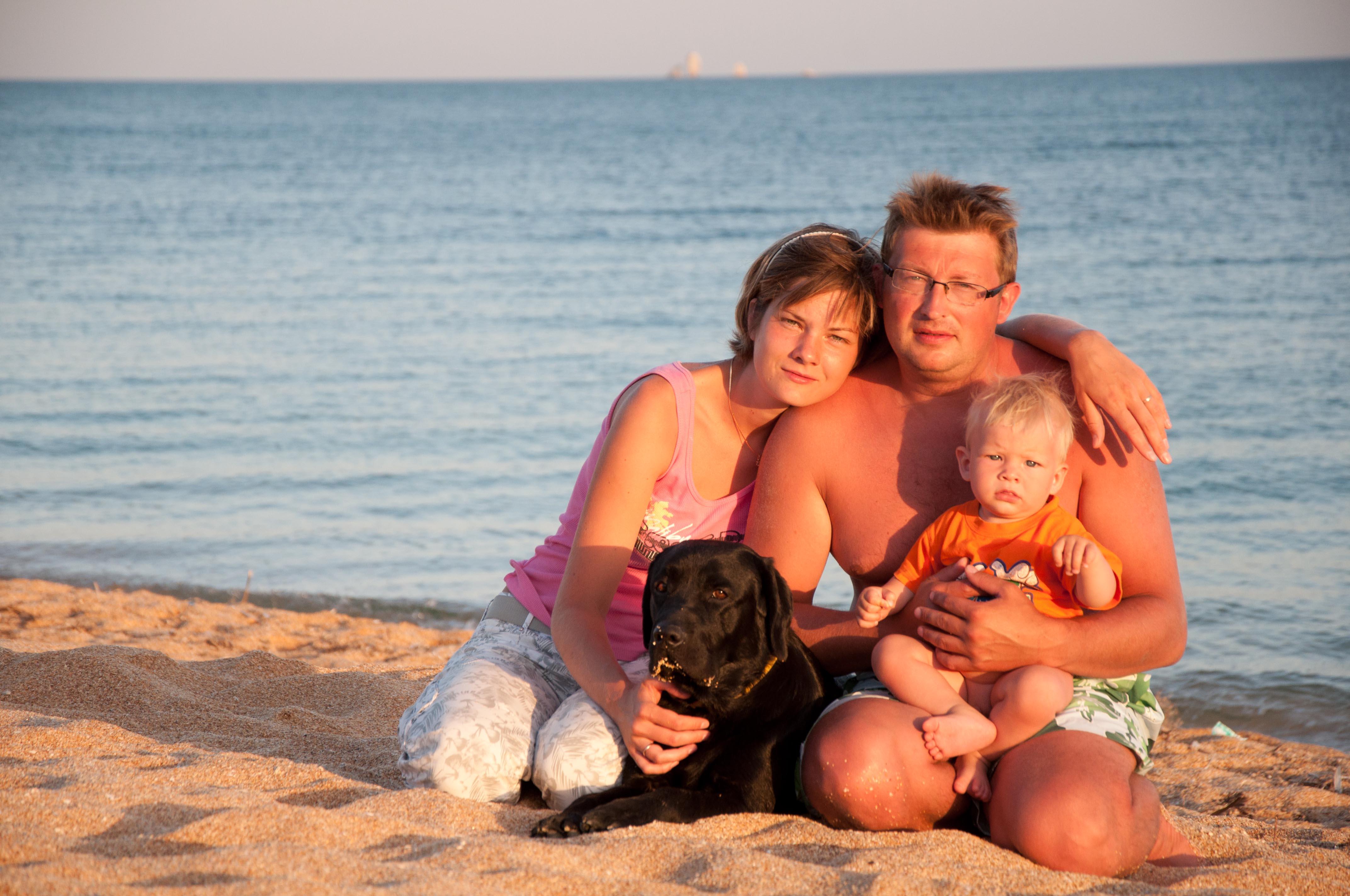 это мы :). Мама, папа, я - счастливая семья!
