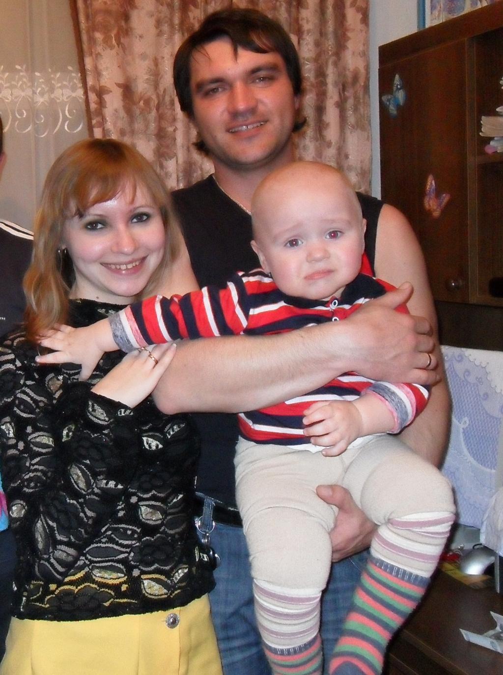 наша пока ещё маленькая, дружная, любимая  семья!. Мама, папа, я - счастливая семья!