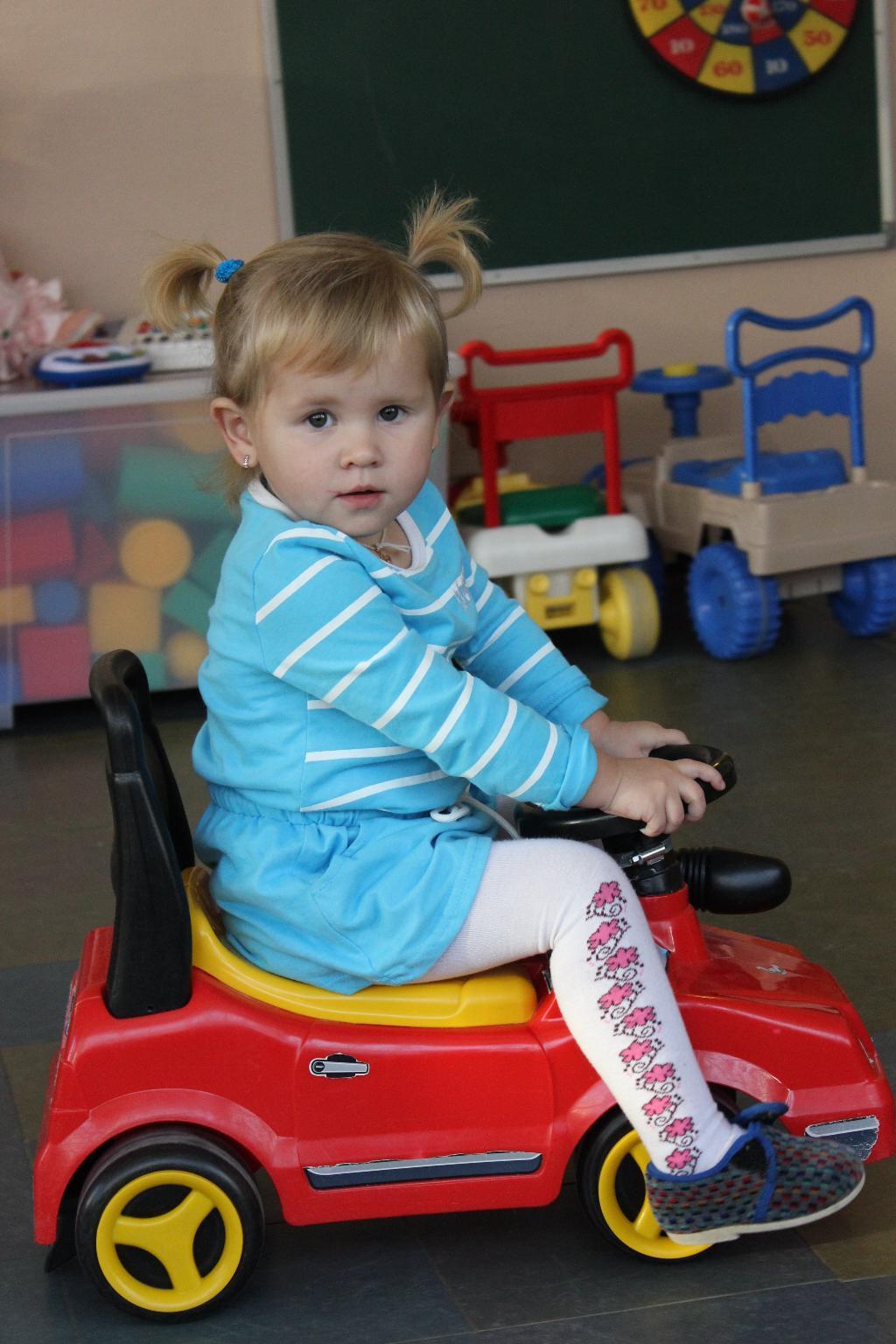 Машина в детском саду.. Пора кататься!