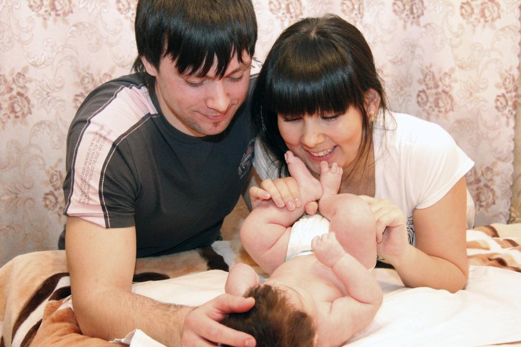 Наше семейное счастье. Мама, папа, я - счастливая семья!