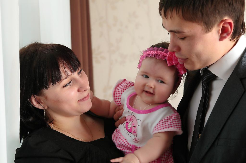 мы счастливы! . Мама, папа, я - счастливая семья!